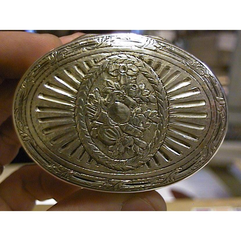 A silverware object to buy in Monaco